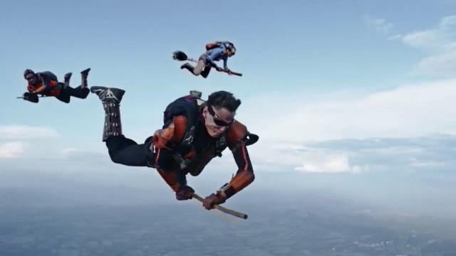 Demonstratie impresionanta a unui grup de parasutisti. Cum au reusit sa recreeze celebrul sport din filmele cu Harry Potter
