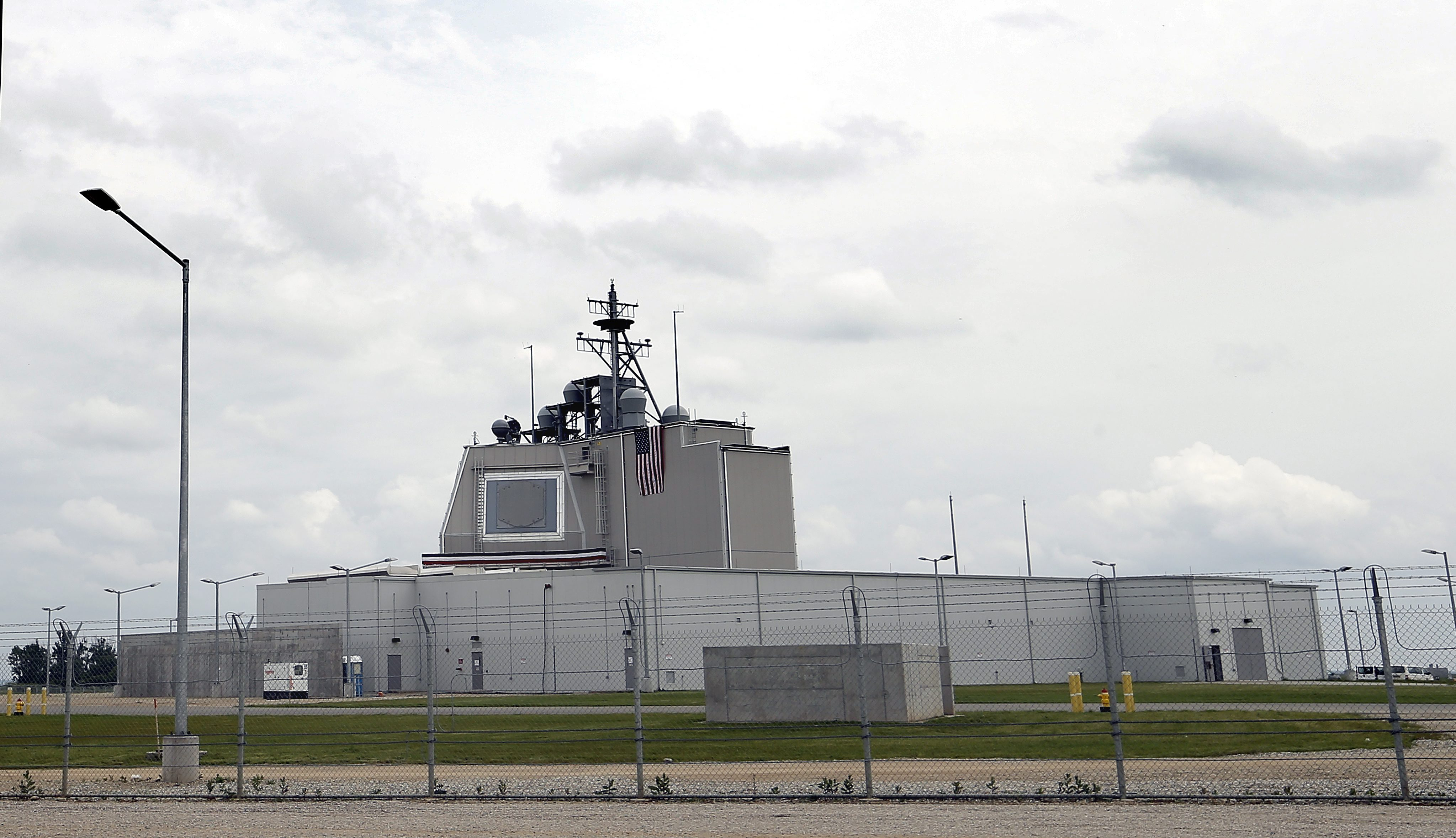 Presa rusa despre scutul de la Deveselu si baza din Polonia: Ineficiente in fata rachetelor balistice si o risipa de bani