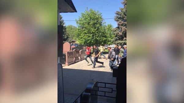 Cel putin 4 morti dupa o bataie generala in cel mai mare cimitir din Moscova. Rusii au trimis Garda Nationala in zona. VIDEO