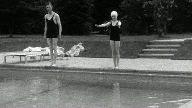 Doua fotografii rare cu regina Elisabeta a II-a, in tinerete, publicate de Casa Regala