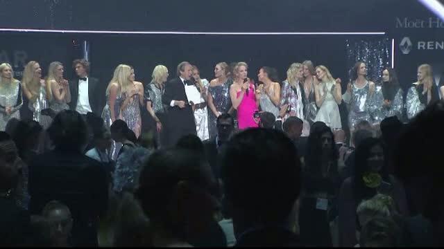 Milla Jovovich, Uma Thurman si Hellen Mirren, printre vedetele care au stralucit la gala de caritate AMFAR
