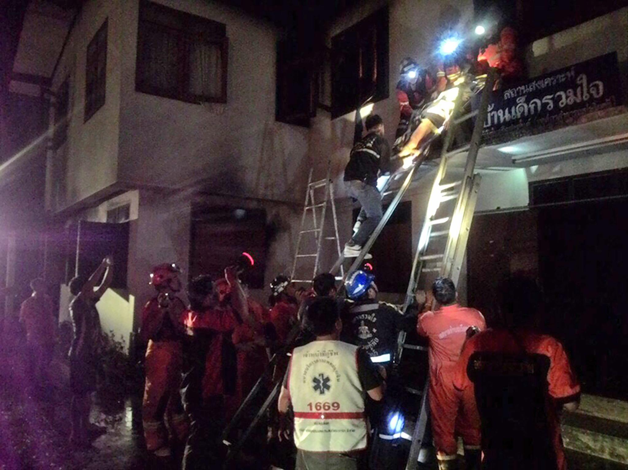 Tragedie in Thailanda. Cel putin 18 eleve au pierit intr-un incendiu devastator din dormitorul unei scoli private