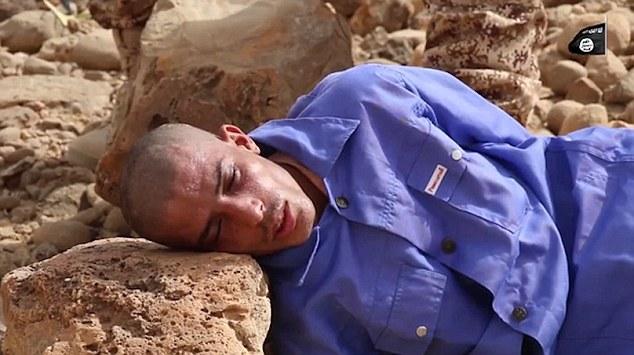 Statul Islamic a dezvaluit un clip cu o noua metoda socanta de executie: au zdrobit cu pietre un prizonier din Yemen