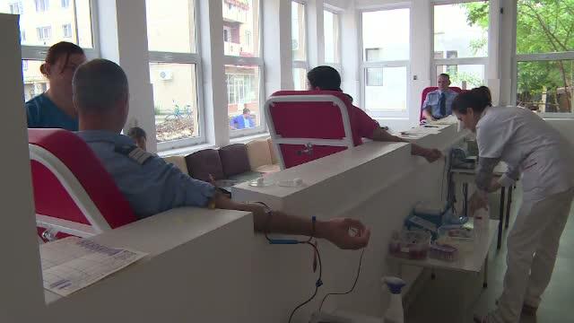 Jandarmii de la Targu Jiu au mers sa doneze sange. Situatia din spitale este dramatica din cauza numarului mic de donatori