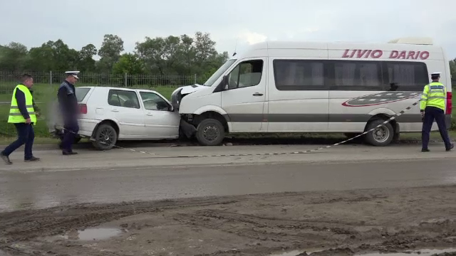 Patru persoane ranite, dupa ce soferul unei masini a intrat pe contrasens.