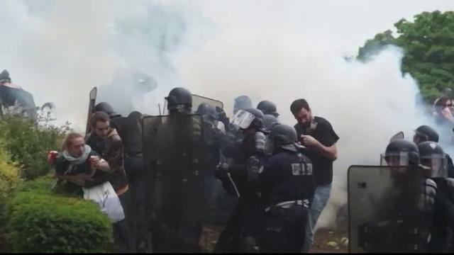 Bilantul protestelor din Franta: masini si magazine vandalizate, plus zeci de arestari. Anuntul guvernului lui Manuel Valls