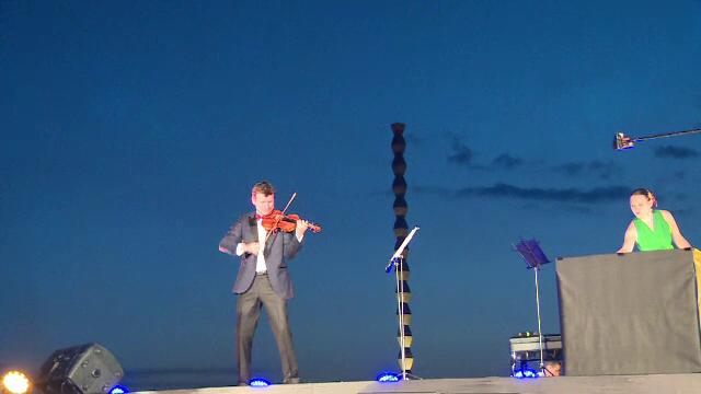 Concert extraordinar sustinut la Targu Jiu de Alexandru Tomescu. Spectatorii, impresionati de sunetul viorii Stradivarius