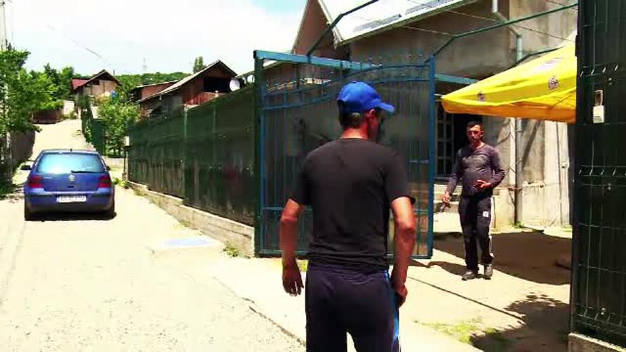 Un barbat a fost injunghiat in plina strada in orasul Stefanesti. Criminalul nu isi poate explica gestul