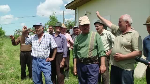 Preotul care a infuriat tot satul, dupa ce s-a insurat de 2 ori si ar fi sedus si alte femei. Localnic: