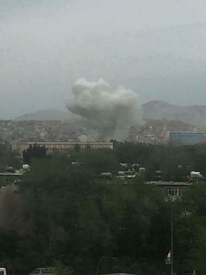Statul Islamic a revendicat atacul impotriva unui convoi NATO la Kabul. Bilantul: 8 morti si 28 de raniti