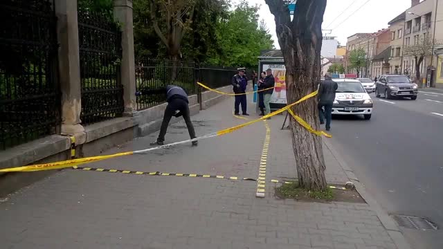 Un om al strazii, arestat dupa ce a injunghiat un barbat in statia de autobuz. Ce a facut ranitul imediat