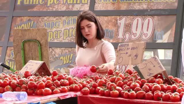 Primele rosii crescute in pamant romanesc au aparut in piete, insa nu sunt deloc ieftine. Cat costa kilogramul