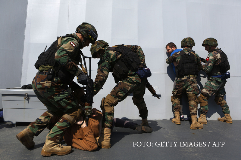Islamist arestat langa o baza militara din Franta, cu o zi inainte de alegeri. Ce arsenal luase cu el