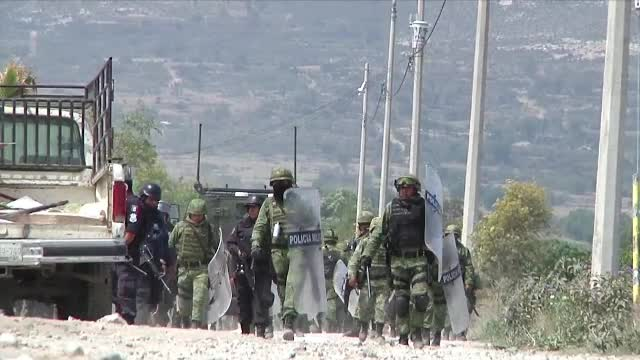 Armata mexicana, in razboi cu hotii de petrol. Cel putin 10 oameni au murit, dupa ce talharii au folosit scuturi umane