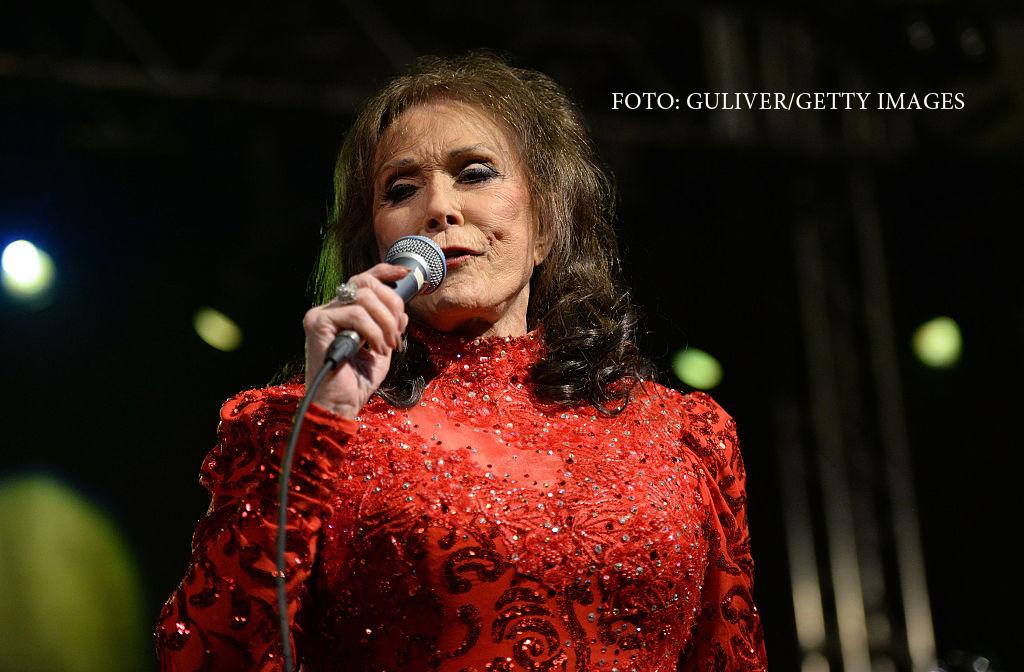 Cantareata de muzica country, Loretta Lynn, spitalizata in urma unui accident vascular cerebral. In ce stare este