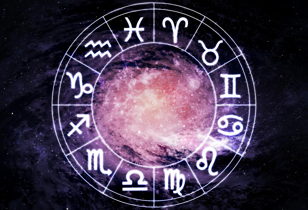 Horoscop 24 iunie 2017. Leii pot incepe o noua relatie, Racii iau parte la un eveniment festiv