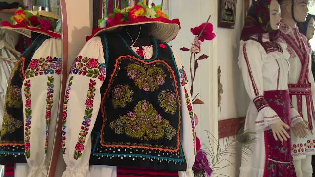 Peste 10.000 de persoane din Nasaud incearca sa intre in Cartea Recordurilor. Vor sa organizeze cel mai mare dans romanesc
