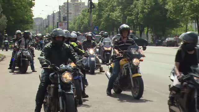 Aproape 300 de motociclisti romani au pornit in cel mai lung mars al impatimitilor pe doua roti:
