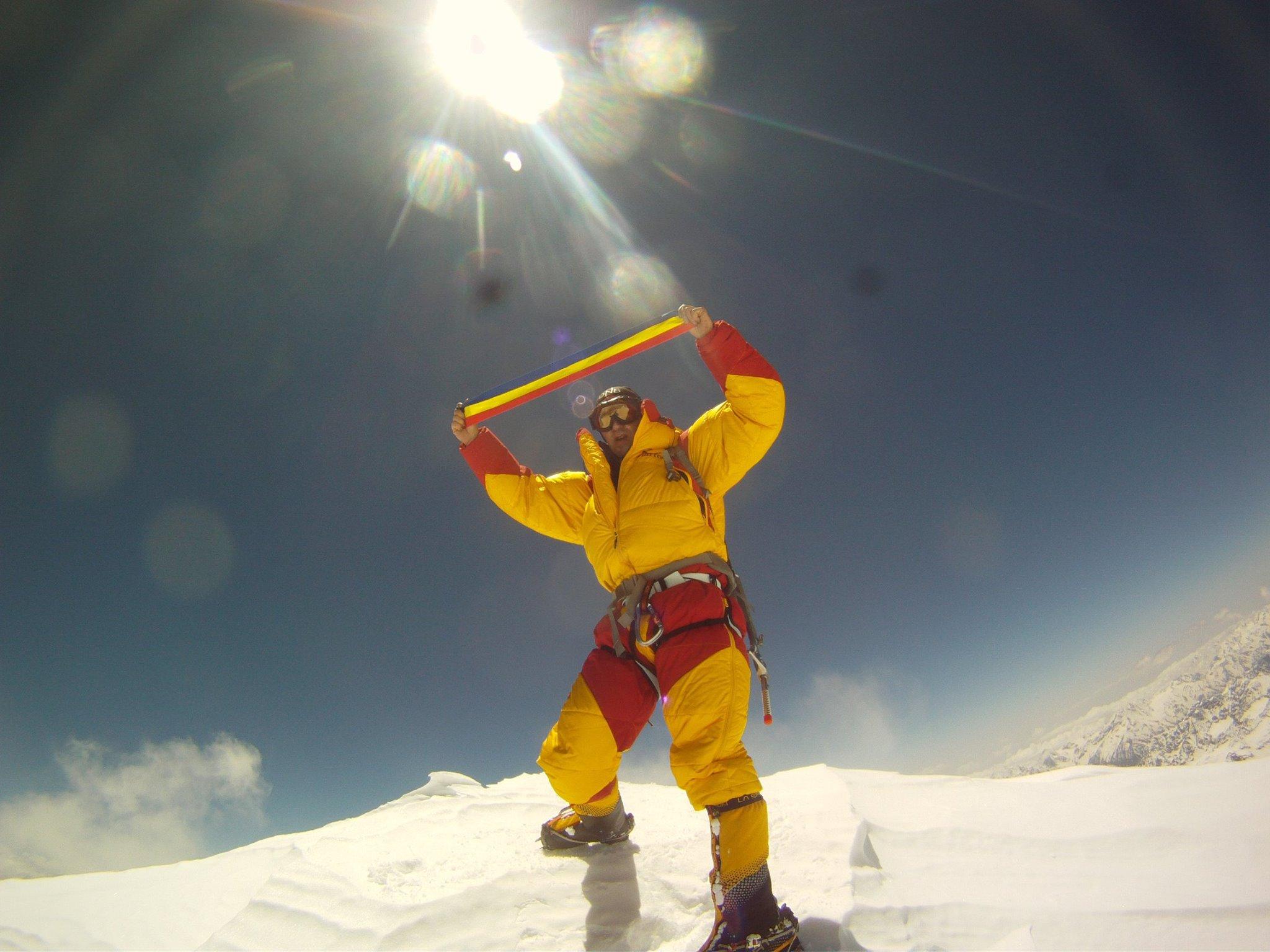 Alpinistul Horia Colibasanu a urcat pe Everest fara oxigen suplimentar si fara serpasi.