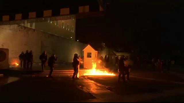 Parlamentul elen a adoptat noile masuri de austeritate. 15.000 de greci au iesit in strada noaptea trecuta