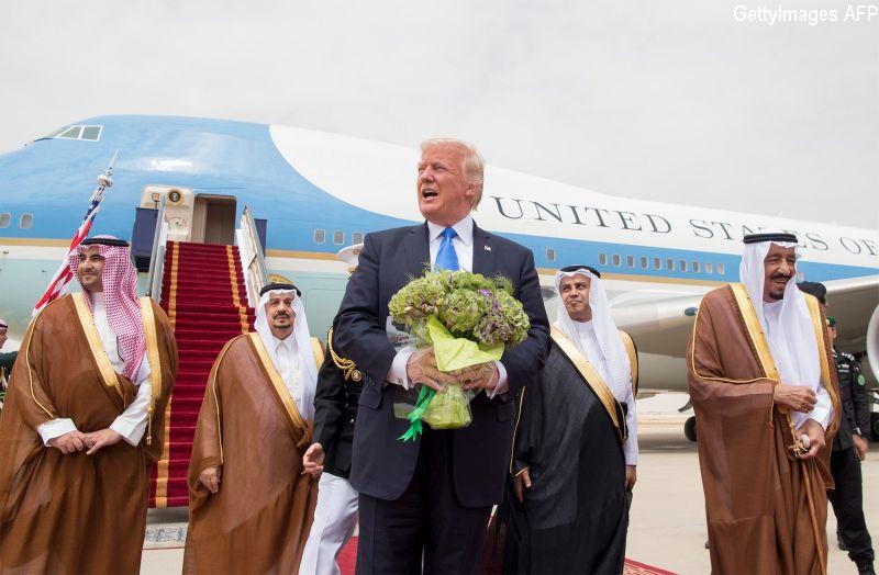 Melania si Ivanka nu au purtat val islamic in Arabia Saudita. In 2015, Trump o critica pe Michelle Obama pentru acest gest