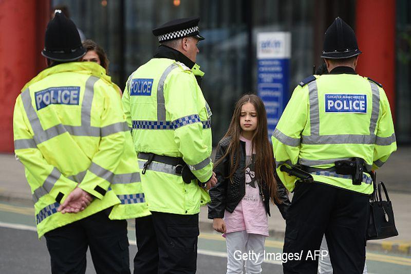 Marturia cutremuratoare a unui om al strazii, dupa explozia din Manchester Arena. Cum i-a murit o femeie in brate