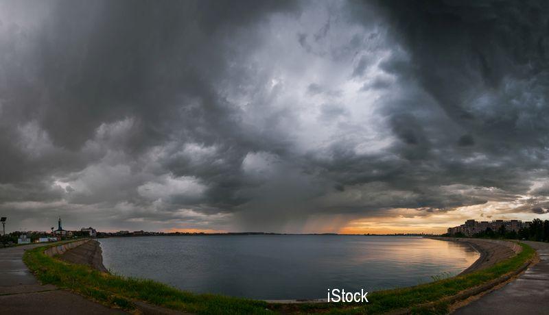 ANM: Cod Portocaliu de ploi abundente pentru litoral, până marți seara