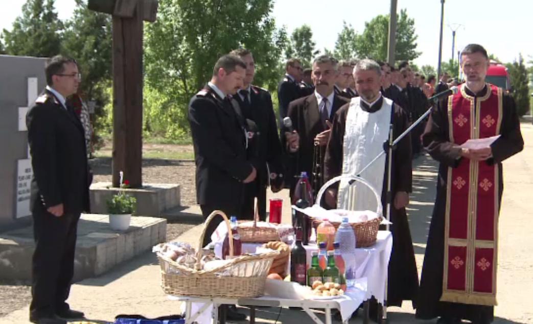 S-au implinit 13 ani de la tragedia din Mihailesti. Rudele si apropiatii victimelor au tinut o slujba de pomenire