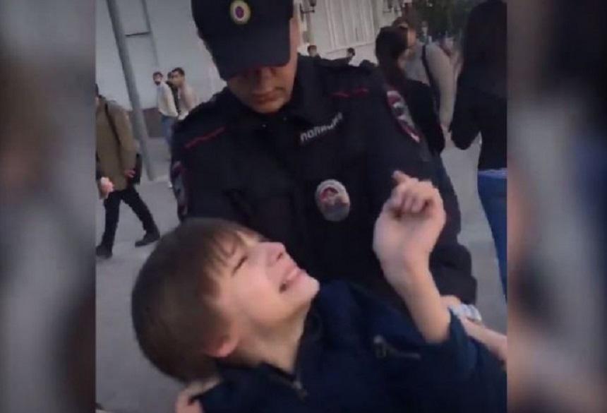 Opinia publica rusa, socata de arestarea unui copil care recita din Hamlet, la Moscova