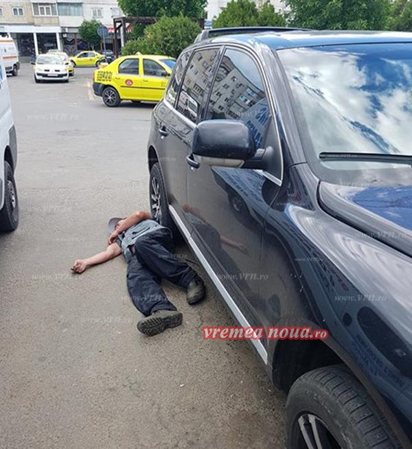 Un sofer din Barlad a descoperit un barbat beat dormind sub masina lui. Cum a rezolvat situatia. VIDEO