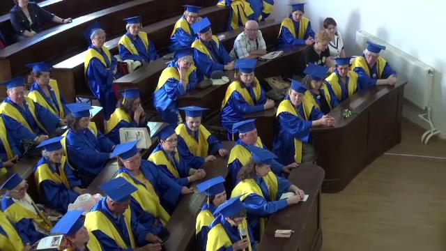 Primii absolventi ai
