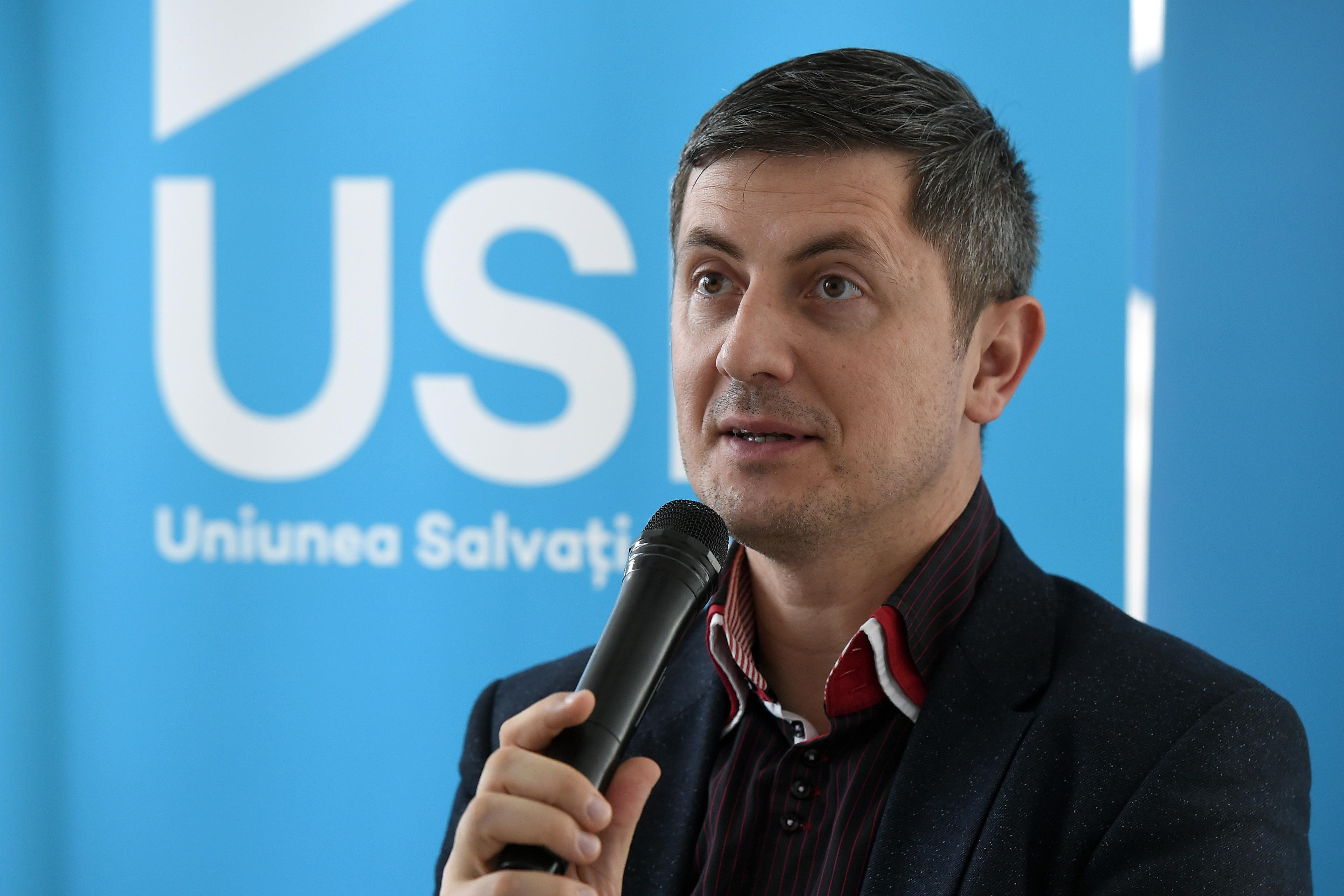 USR a depus plângeri împotriva lui Darius Vâlcov la ANSPDCP și CNCD