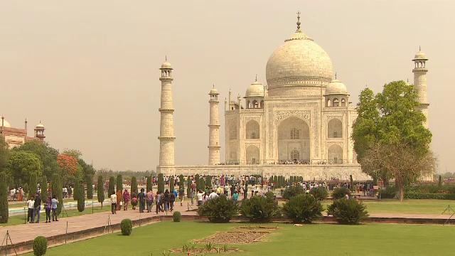 Taj Mahalul, ameninţat de poluare si de supraaglomerare