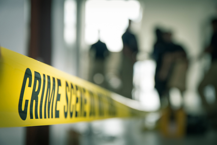Crimă în Lupeni. O femeie a anunțat poliția că și-a ucis fiul cu un cuțit