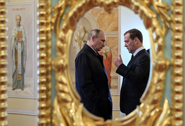 Vladimir Putin l-a propus din nou pe Dmitri Medvedev premier