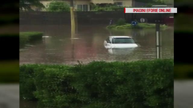 După o ploaie torenţială, o şoferiţă din Techirghiol a fost surprinsă de o viitură