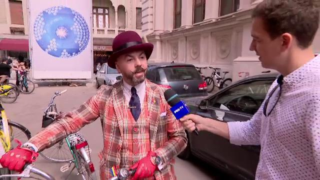 Parada bicicletelor vintage, în Capitală. Bicicliștii au purtat haine de inspirație interbelică
