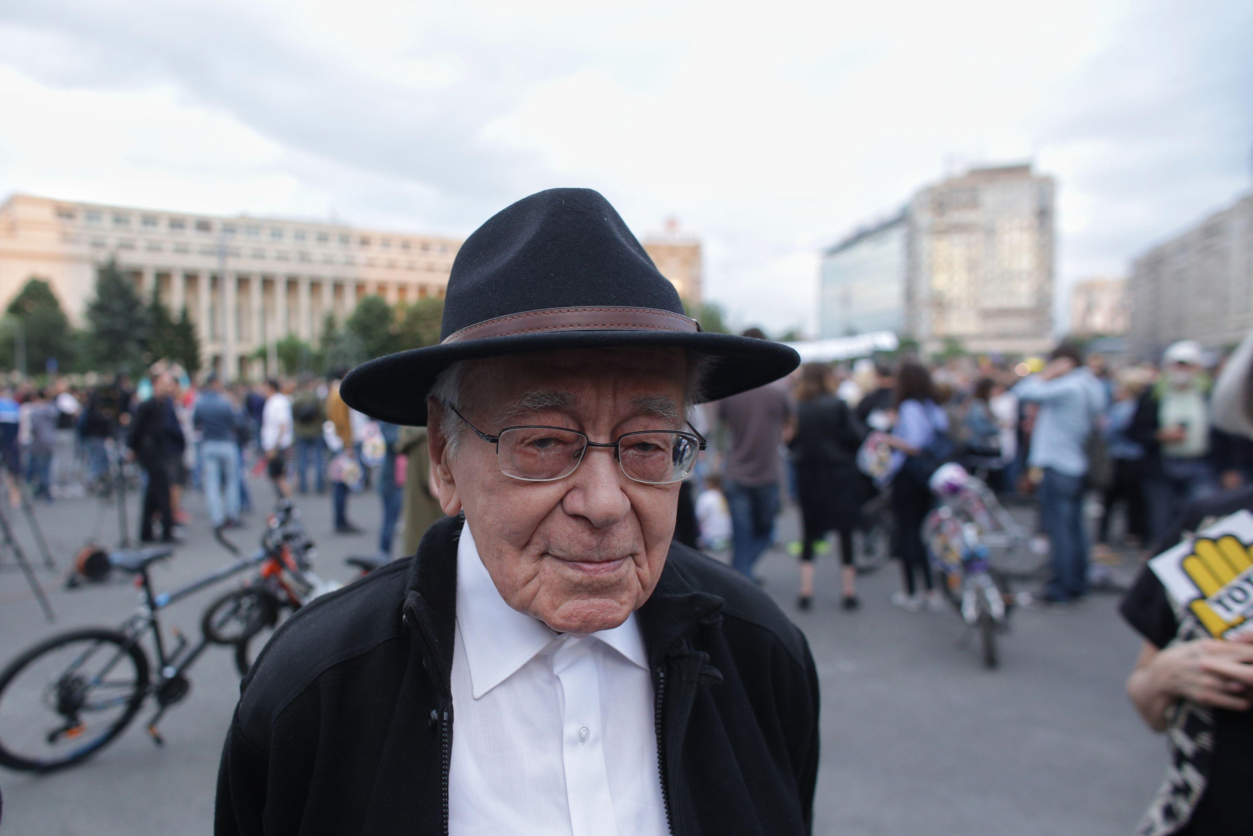 Mihai Şora: Voi merge în Parcul Izvor şi mă voi uita la clădirea aceea hidoasă