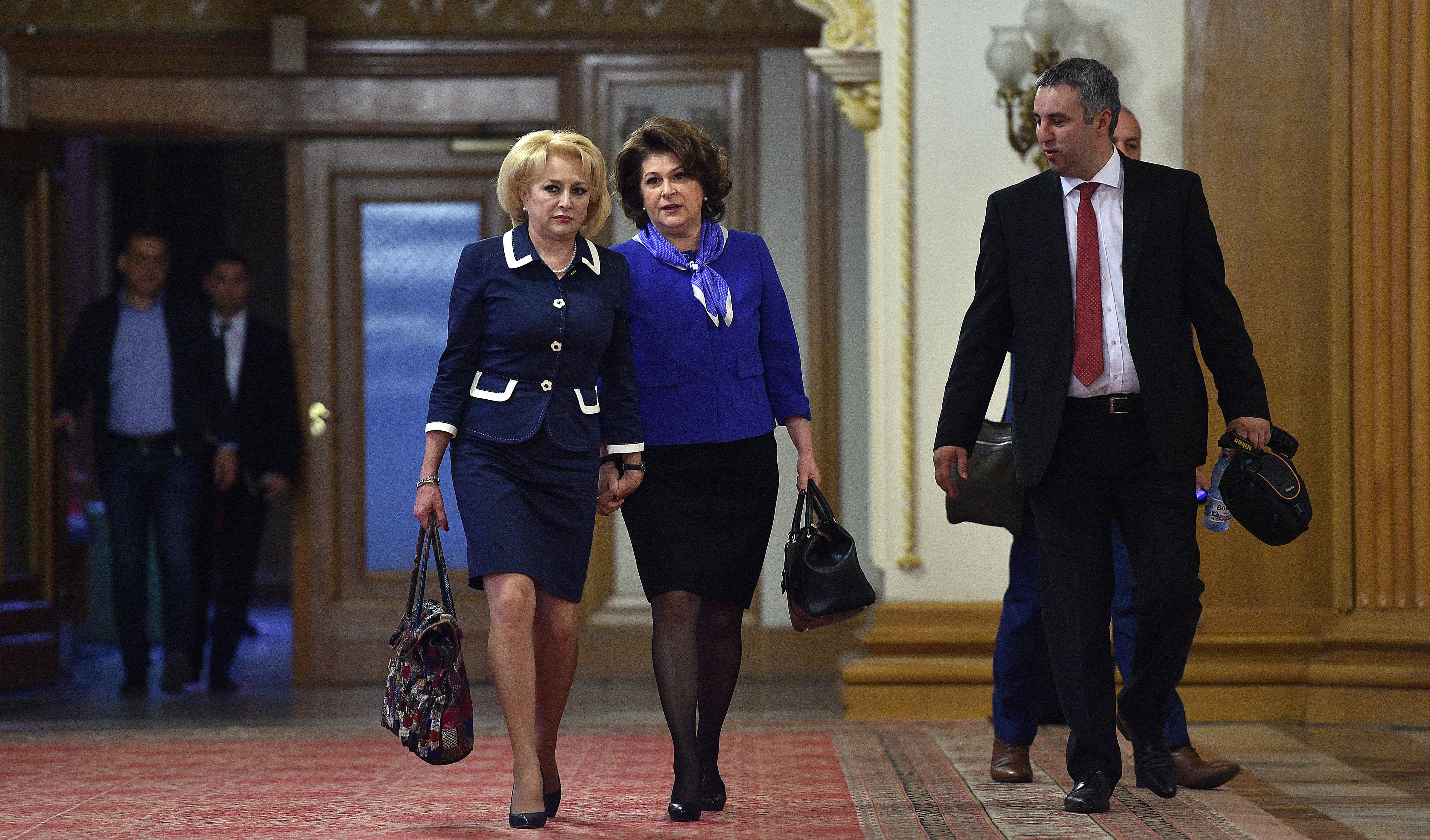 """Rovana Plumb, apel la Iohannis să înceteze cu """"ameninţările"""" la adresa premierului Dăncilă"""