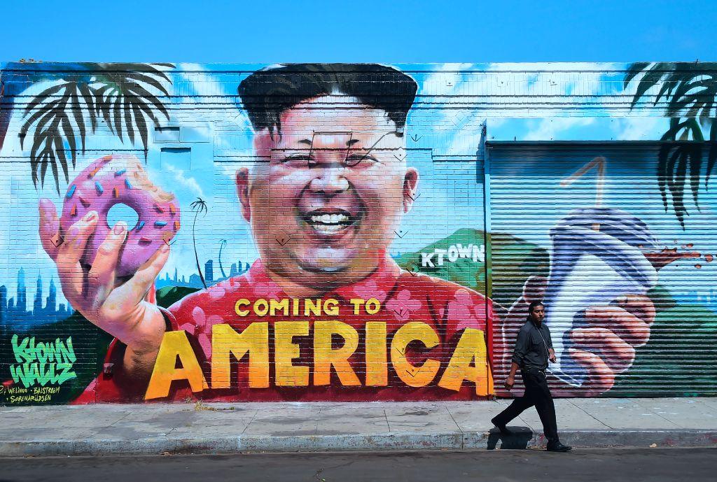 """Graffiti cu chipul lui Kim Jong-un, în Los Angeles: """"Vin în America"""""""