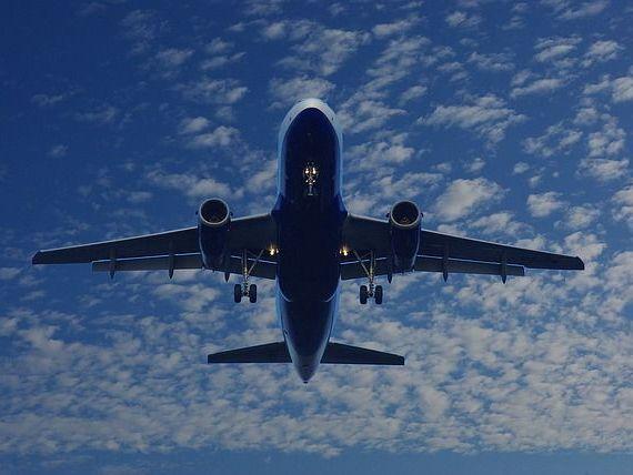 Alertă cu bombă la bordul unui avion ce venea din Egipt. Aeronava cu 250 de pasageri a aterizat în Creta