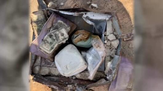 Un american a gasit un seif ingropat in curte, iar inauntru se afla o avere
