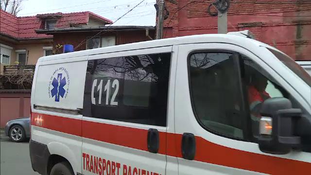 Ambulanţă în misiune, implicată într-un accident pe Valea Oltului. O persoană, rănită