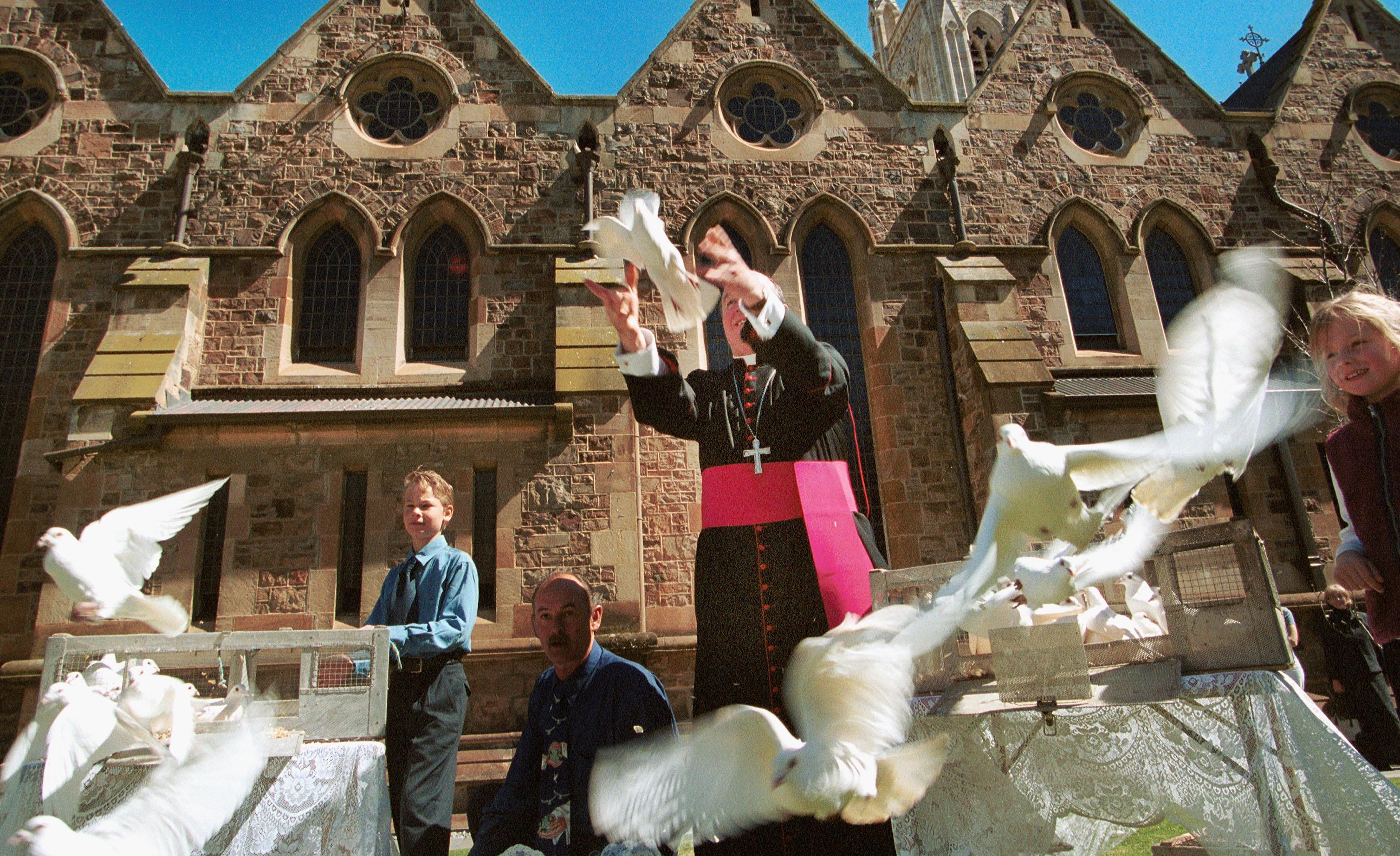 Arhiepiscop australian, găsit vinovat că a protejat un preot care a abuzat sexual 9 copii