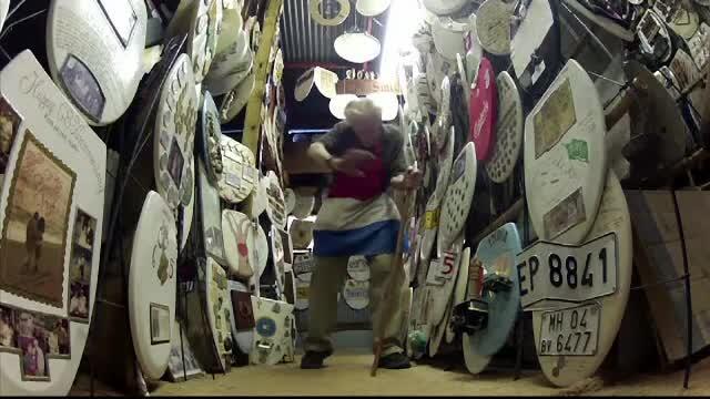 Un fost preot a strâns peste 1.300 de capace de WC.