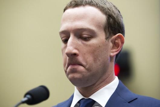 Mark Zuckerberg, anchetat din cauza romanului care a impins un tanar la sinucidere pe Facebook