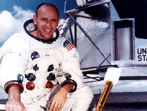 NASA anunţă decesul astronautului Alan Bean, al patrulea om care a păşit pe Lună