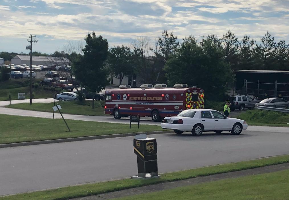 Explozie puternică la un depozit UPS din Kentucky. 12 persoane, duse la spital