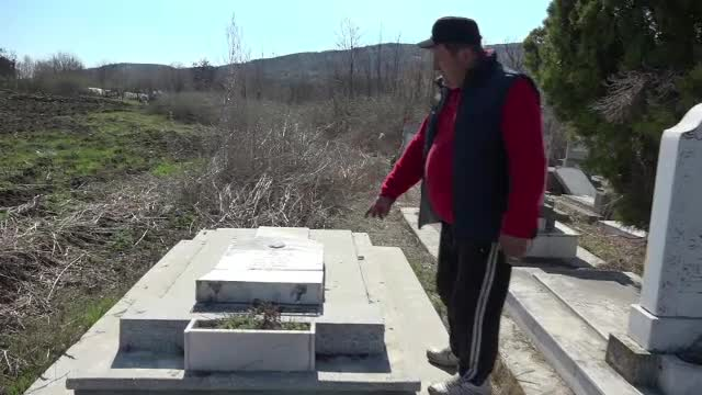Polițiștii au reușit să afle cine sunt cei care au vandalizat cimitirul evreiesc din Huși