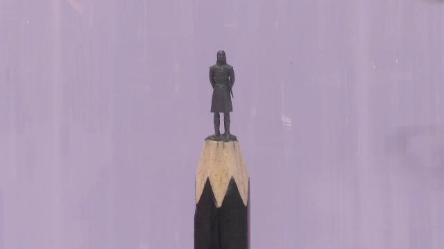 A transformat mine de creion în personaje din Game of Thrones. Expoziţia, la Bucureşti